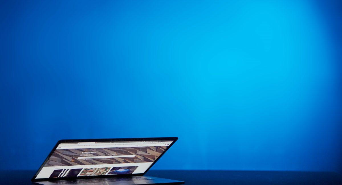 SEO blått bilde macbook